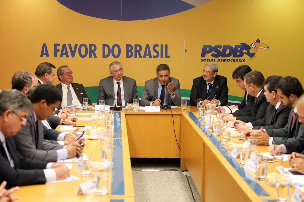 24-11 - Aecio Neves - Reuniao Executiva
