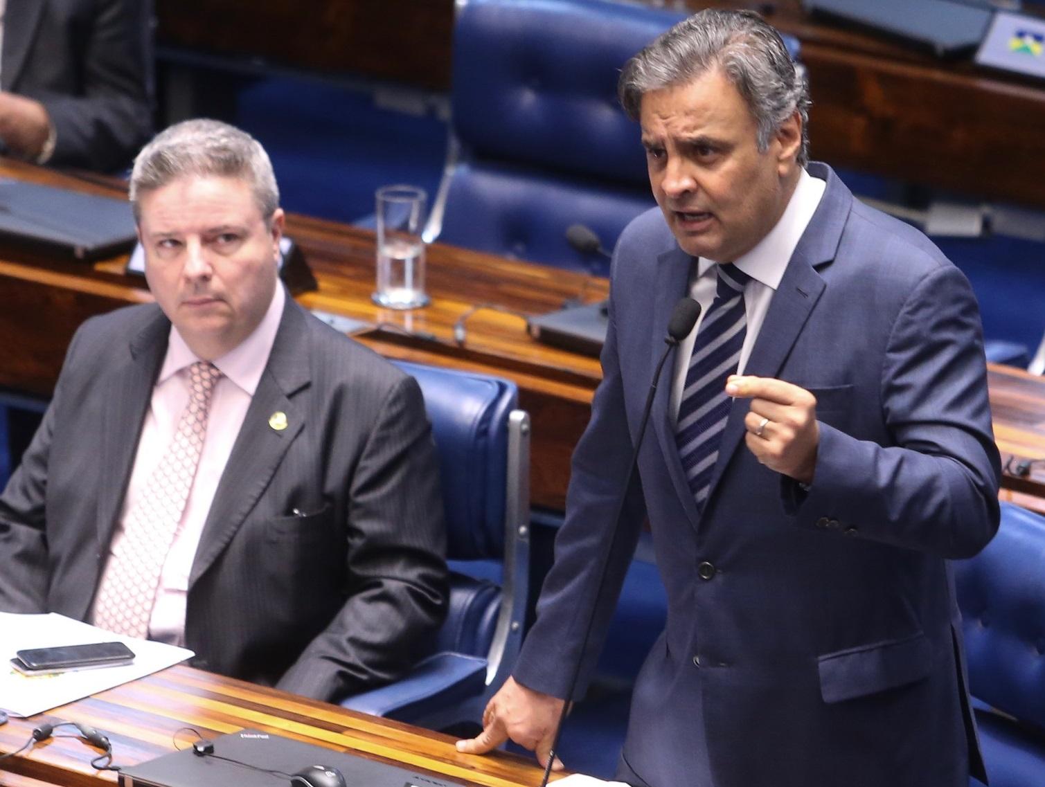 Aécio Neves plenário Senado