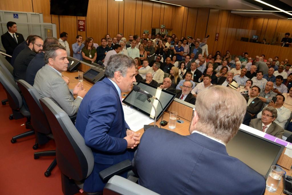 Mais de 100 de prefeitos, vereadores e gestores da área pública participaram de seminário da Câmara realizado na ALMG - Foto: Alessandro Carvalho