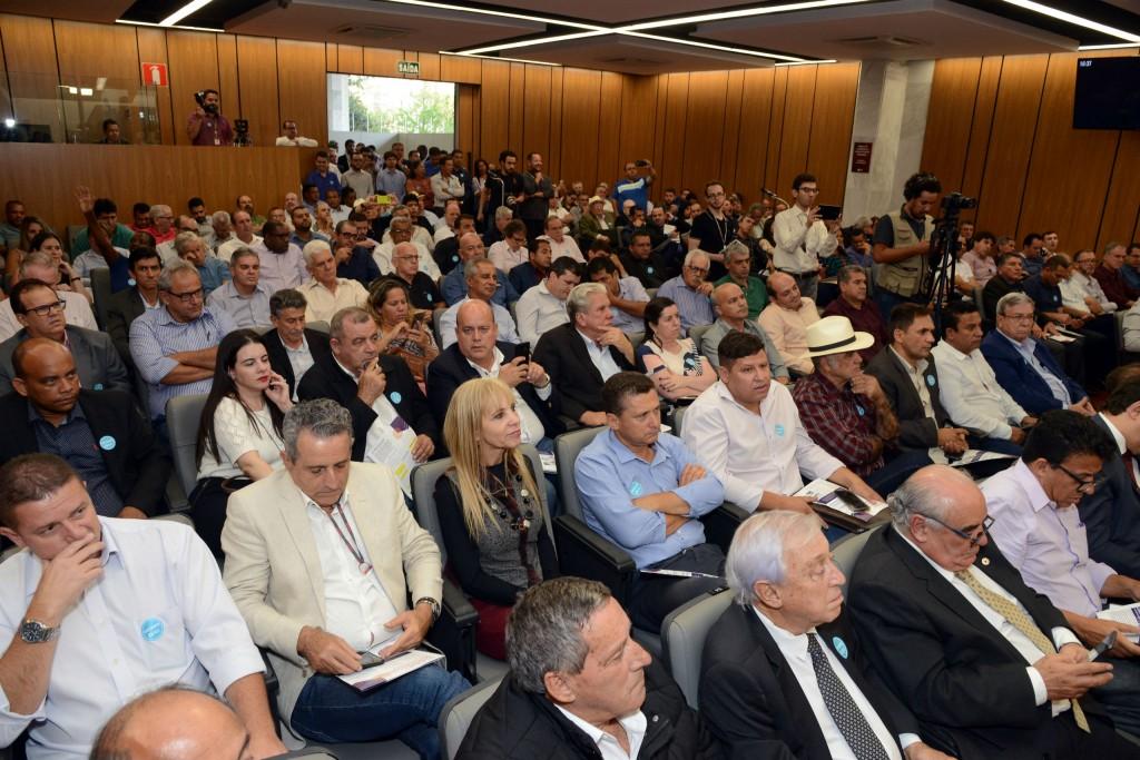 Debate sobre a PEC dos Municípios reuniu prefeitos e gestores em auditório da ALMG