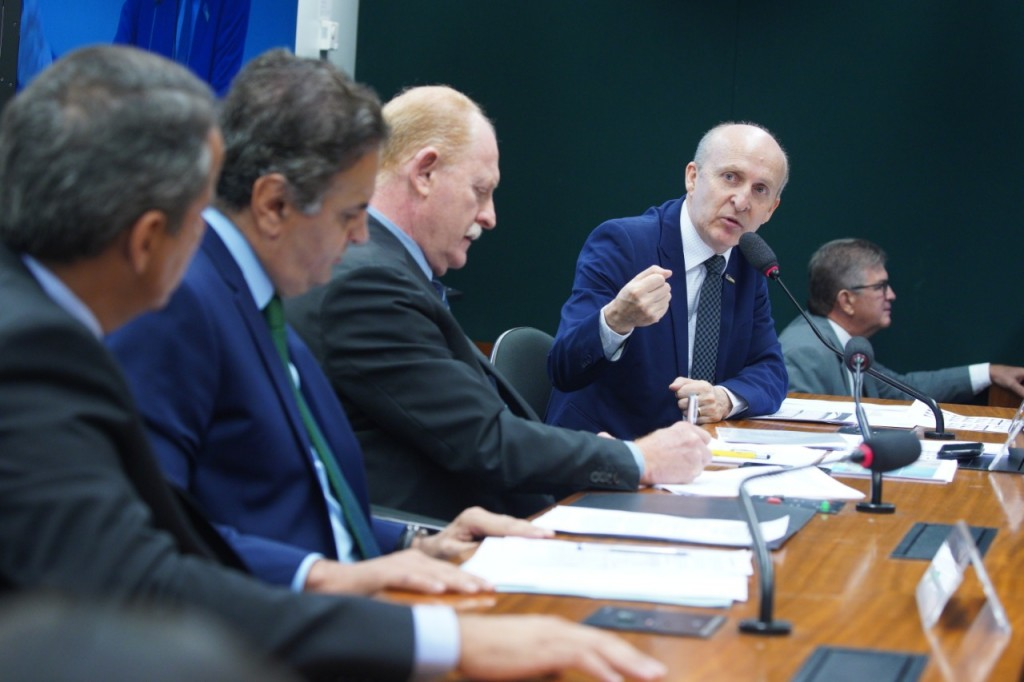 Presidente da Confederação Nacional dos Municípios, ex-prefeito Glademir Aroldi, na audiência pública da PEC 48