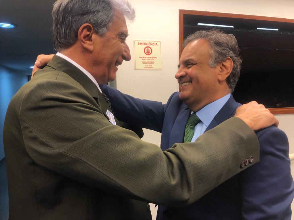 Aécio com o prefeito de Pouso Alegre, Rafael Simões