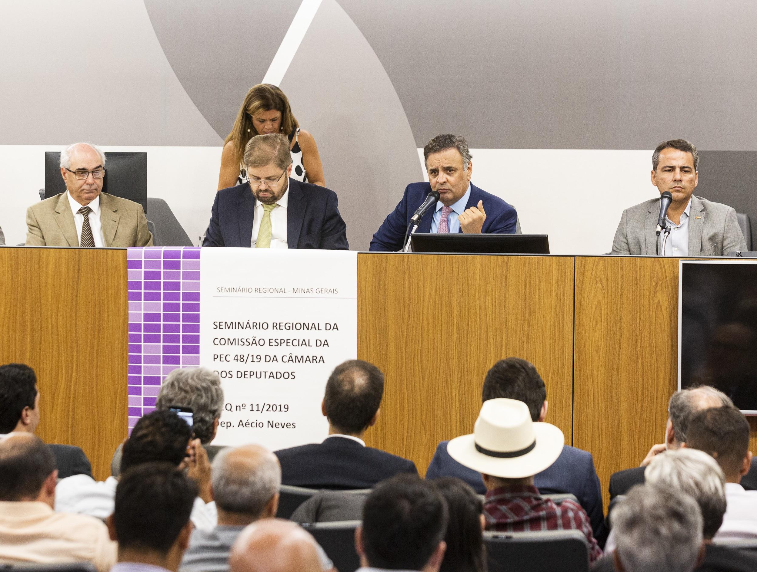 Aécio defende transferência direta de recursos de emendas entre União, estados e municípios, durante Seminário Regional da Comissão Especial da Câmara dos Deputados realizado na ALMG