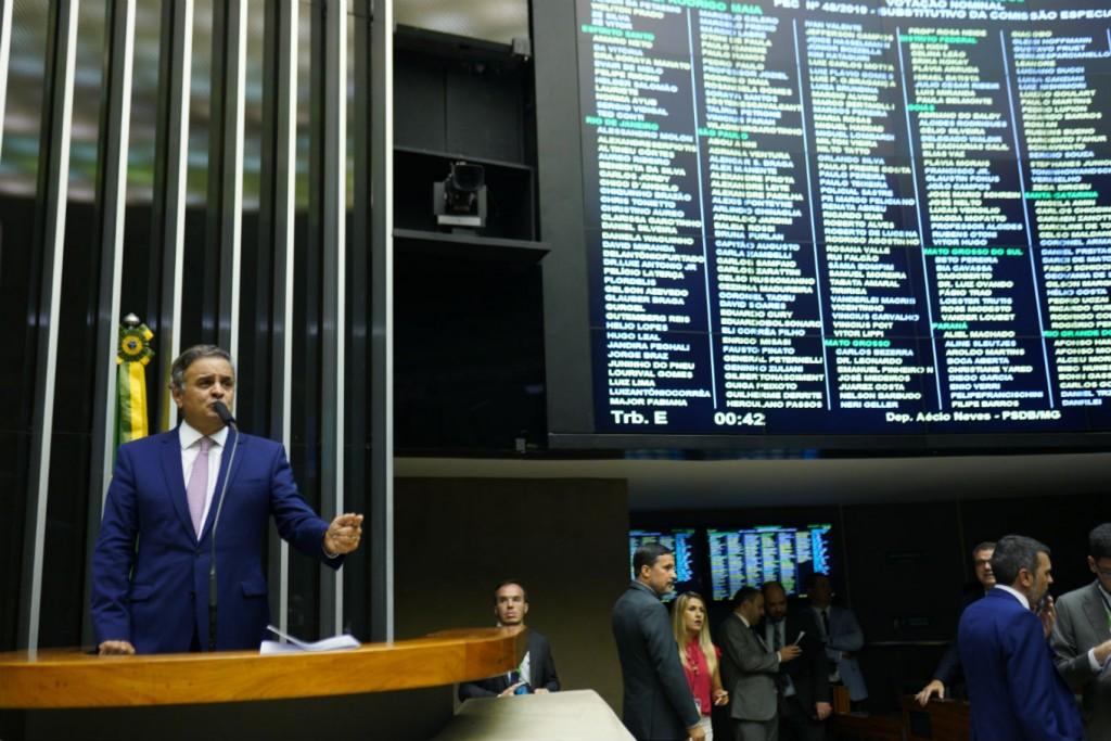 Aécio Neves discursa no plenário da Câmara dos Deputados, durante votação da PEC 48, nessa terça-feira, 19 de novembro. Fotos: Alexssandro Loyola