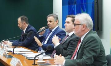 Aécio é relator da PEC na Comissão Especial da Câmara que altera o processo de repasse dos recursos de emendas do Orçamento Federal para estados e municípios
