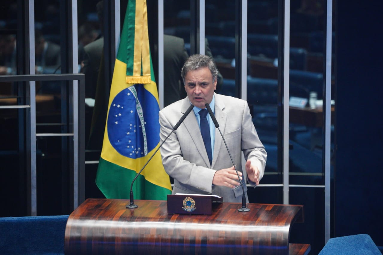 O deputado Aécio Neves em pronunciamento durante a sessão solene realizada no Senado, nesta quinta-feira (12/12) para promulgação da Emenda 105/2019, que estabelece a transferência direta a estados e municípios dos recursos das emendas parlamentares.    Créditos: Alexssandro Loyola Freitas/ Liderança do PSDB.